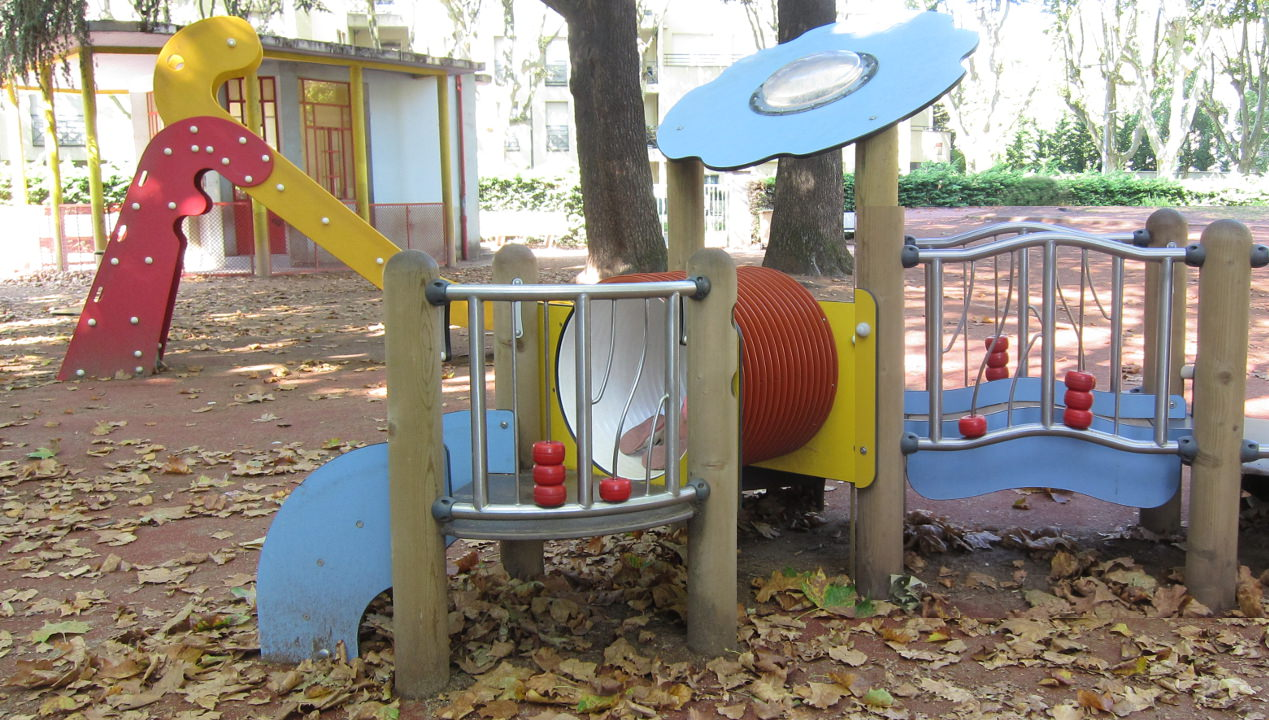 parc pour les enfants de bébé à 6 ans