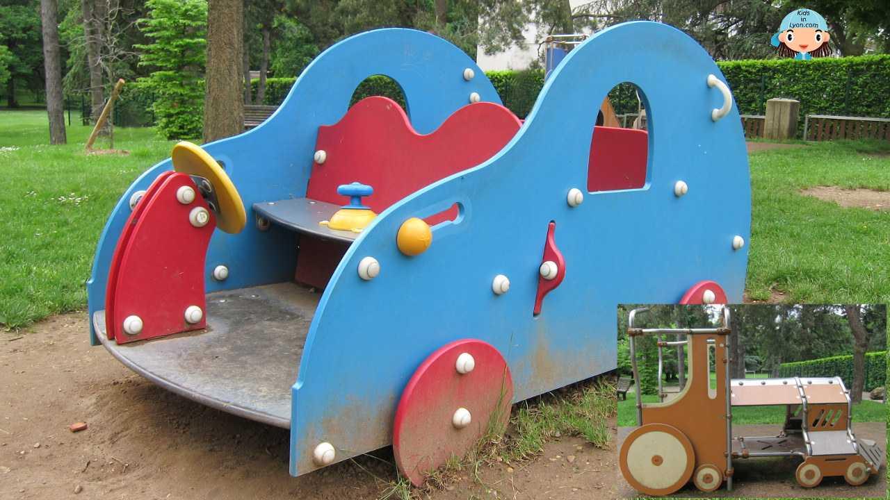 Voiture et Locomotive - Bois des Essarts, Bron